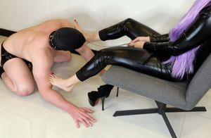 Female dom Gimp Sole fetish