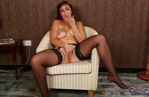 Angelique Hennessy  nackt