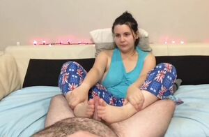 Lush Youngster gives a FJ in her Pyjamas