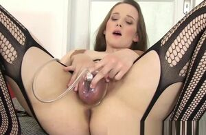 Solo honies flabby labia gets inhaled..